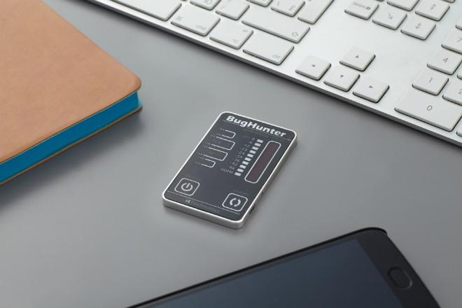 Детектор выполнен в миниатюрном корпусе. Сравните его габариты с размерами кнопок клавиатуры