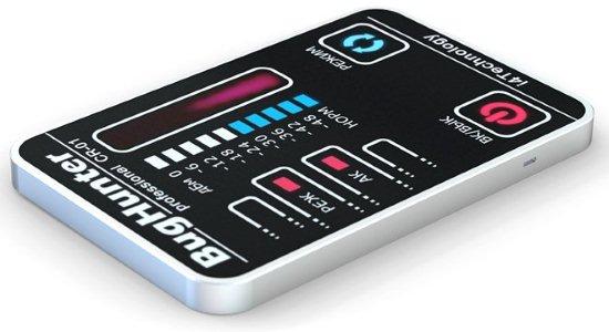 """Выключатель питания находится на левой боковой грани антижучка BugHunter CR-1 """"Карточка"""", если хотите сэкономить заряд аккумулятора, просто переведите его в положение """"отключено"""""""